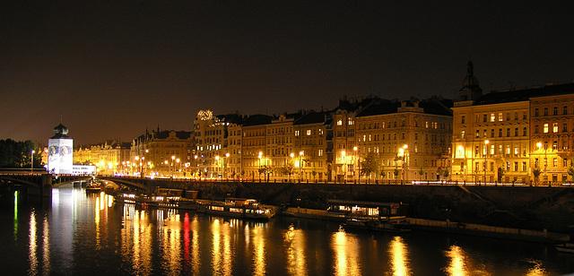 Praha in der Nacht