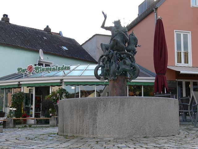 Regenstauf: Oberpfälzer Sagenbrunnen