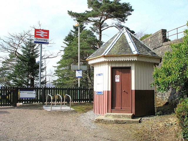 Duncraig station