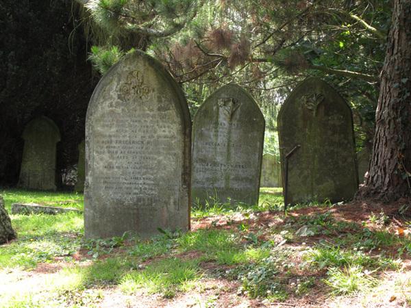 Churchyard, St Giles the Abbot, Farnborough