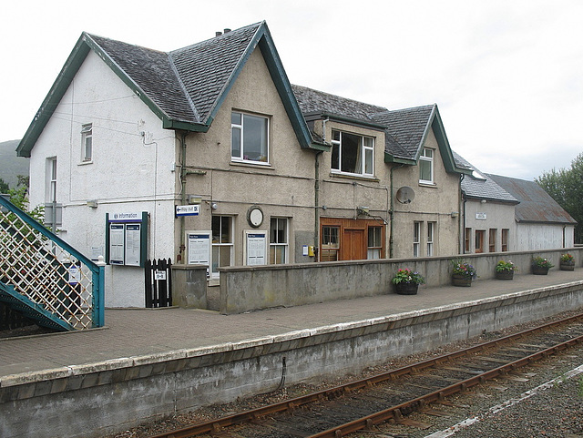 Strathcarron station building - Up platform