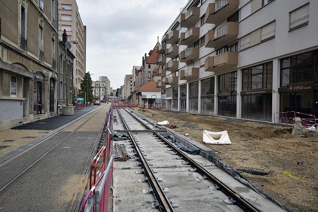 BESANCON: Travaux du tram: 2014.01.26 Avenue Fontaine Argent 04 .