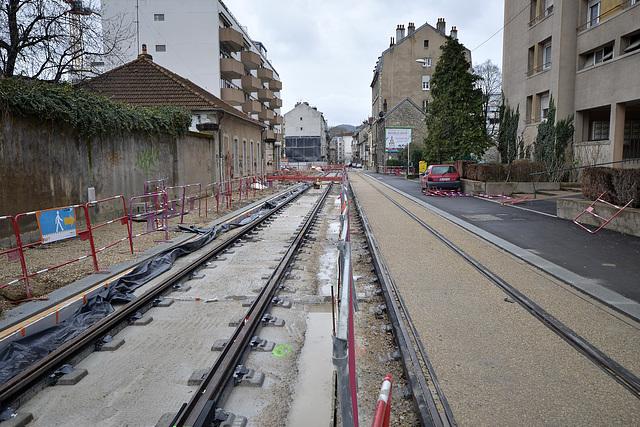 BESANCON: Travaux du tram: 2014.01.26 Avenue Fontaine Argent 09 .