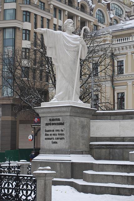 Fürstin Olga Denkmal -- Apostel Andreas Skulptur