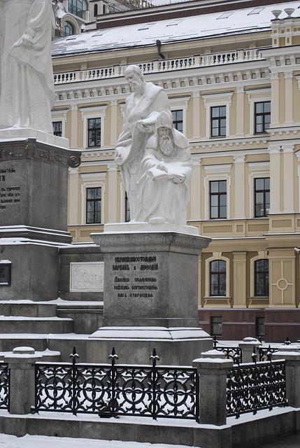 Fürstin Olga Denkmal -- Kyrill und Method Skulptur