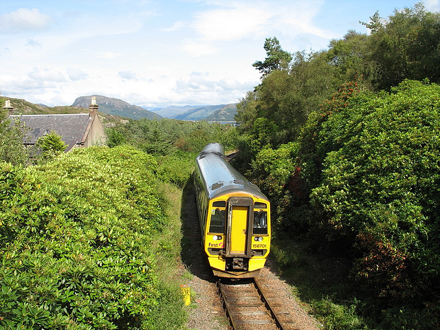158701 approaches Plockton station