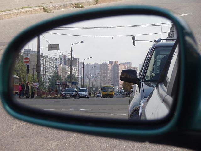 Die Straße hinter den Spiegeln