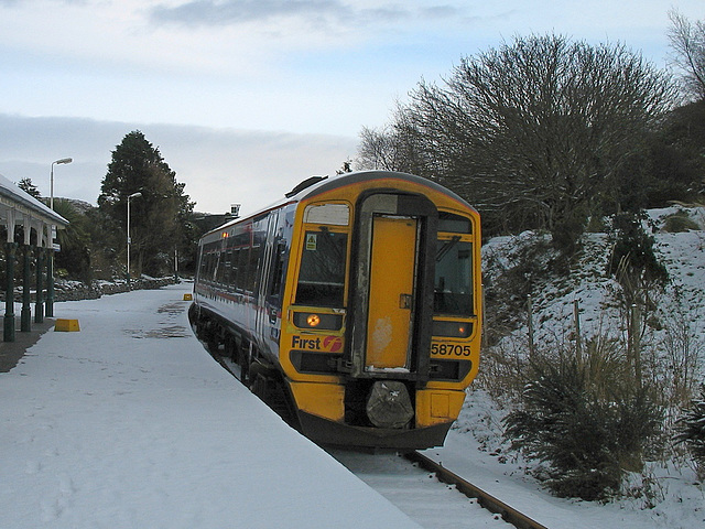 158705 at Plockton station