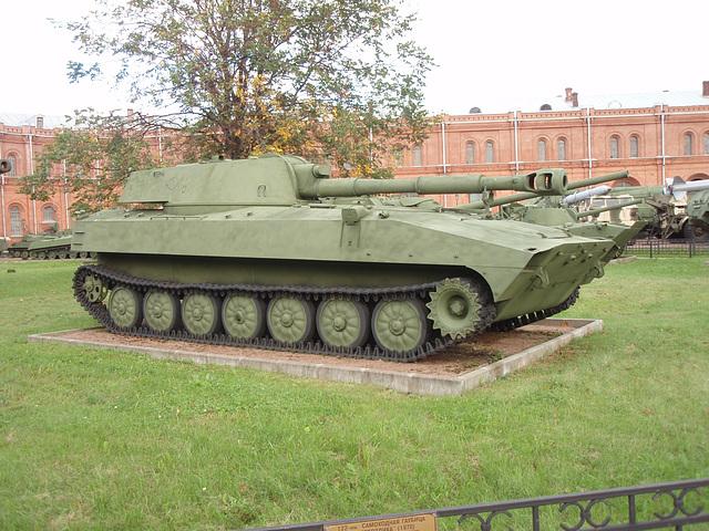 2S1 Gvosdika (Nelke) 122-mm Kanone