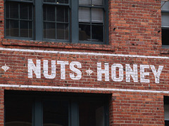 Nuts & Honey (p2105250)