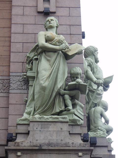 """Skulpturen """"Wissenschaft"""" und """"Industrie"""""""