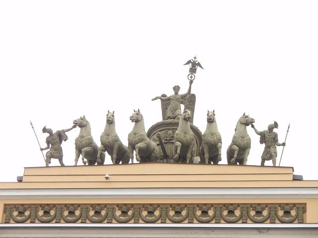 Skulptur auf dem Hauptstabbogen