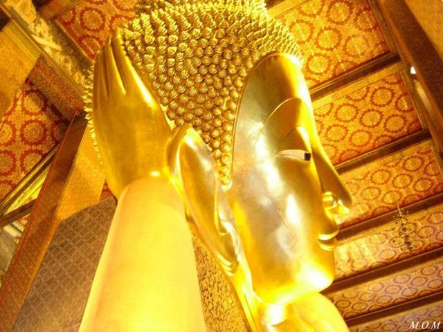 Wat Pho, le Bouddha allongé de 45 M de long