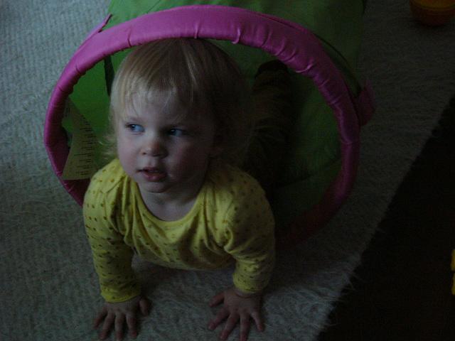 Lili estas dudekdu monata - 22 hónapos