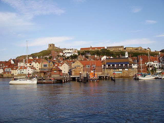 gbw - Whitby evening high tide