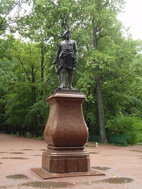 Peterhof -- Peter der Erste Denkmal