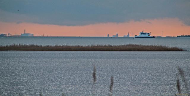 In der Ferne: die Skyline von Stralsund