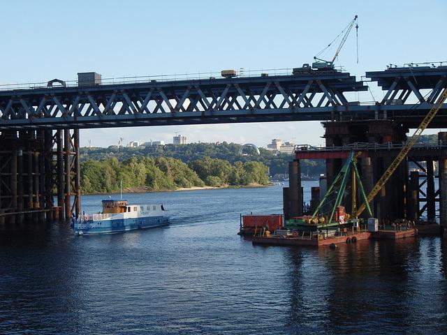 unter der zukünftige Brücke