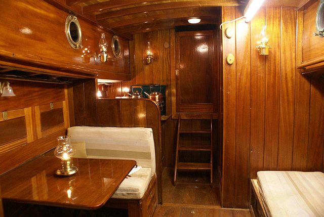 MF - Cabin to wheelhouse (aft - refitted)