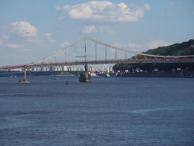 Dnepr und Fußgänger Brücke