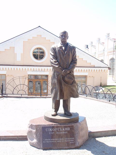 Sikorski Denkmal in NTUU-KPI