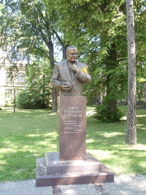 Koroljow Denkmal in NTUU-KPI