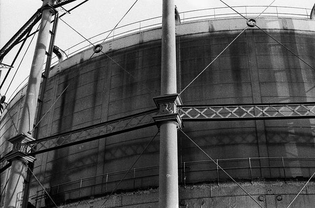Gasometer, Oval.