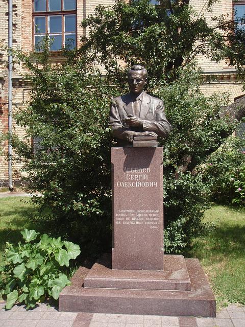 Lebedew Denkmal in NTUU-KPI