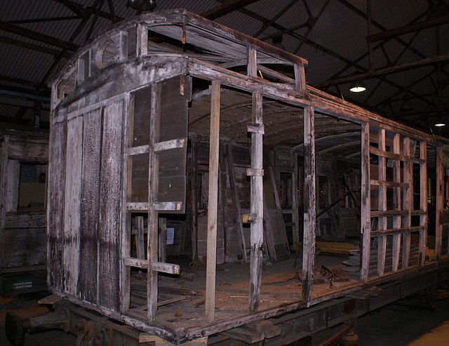 1001 - NER 831 (birdcage)