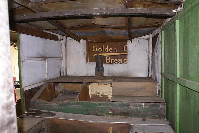 BM CV - interior food end
