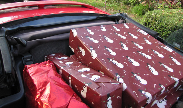 GIFTS -- Filling a Florida-Style Santa Sleigh !