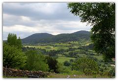 Mon pays vert, au pied de volcans en sommeil