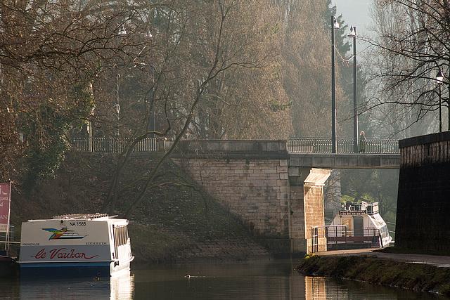 BESANCON: Le canal du Doubs.