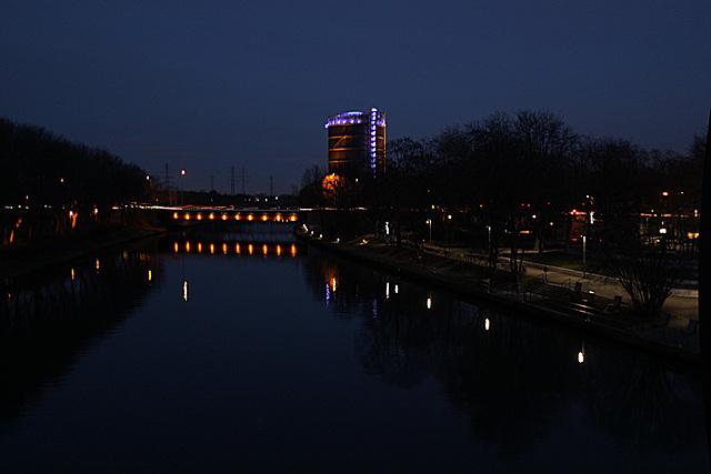 20140118 3310RWw [D-OB] Brücke, Gasometer