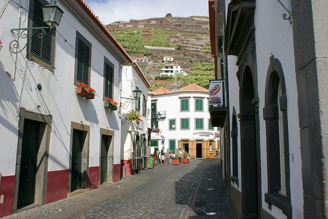 Madeira. Gassen am Hafen von Camara de Lobos.  ©UdoSm