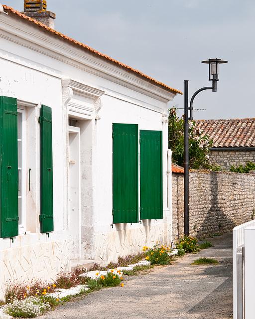 Haus und schmale Seitenstrasse in La Cotinière - 2011-04-29-_DSC6795