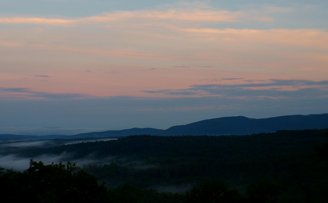 the mist creeps o'er the mountains