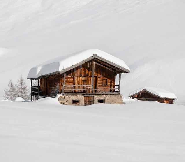 Fane-Alm: Stadel im Winter - 2009-01-27-_DSC3643