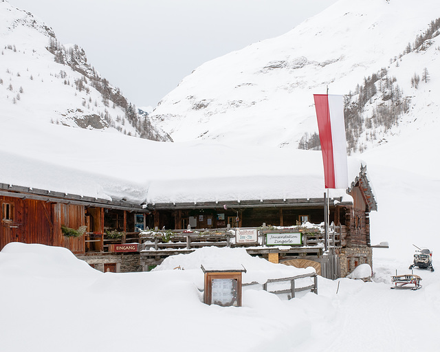 Fane-Alm, Zingerlehütte, Jausestation Zingerle, unterm Schnee, im Winter - 2009-01-24-_DSC3575