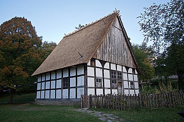 20121008 1526RWw Lippischer Meierhof, Altenteilerhaus, Leibzucht