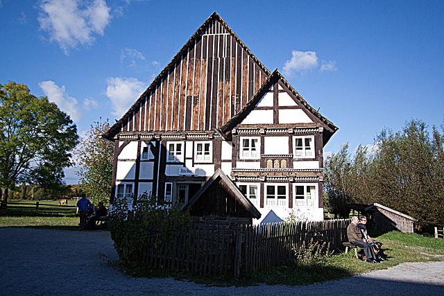 20121008 1581RWw Haus Arneke mit Brunnen, Bäckerei