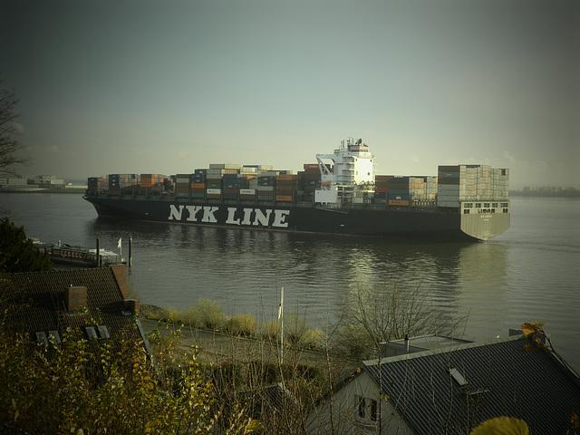 Containerschiff  NYK  ADONIS einlaufend Hamburg