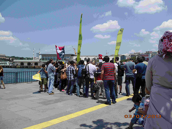 Malgranda manifestacio ce Kadiköy