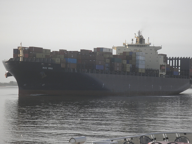 Containerschiff  MSC  MIRA
