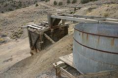 Cyanide vat and loading chute