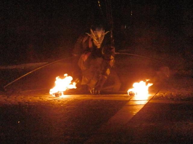 « Notre ombre n'éteint pas le feu. » Paul ELUARD