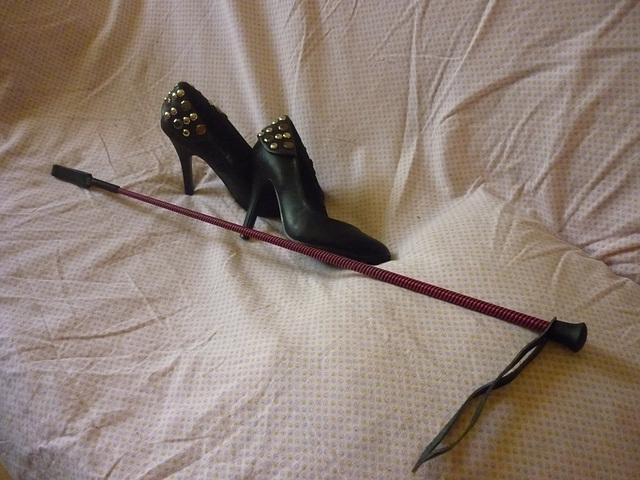Mistress /Ma\'eetresse Christiane - Cravache et Clout\'e9s  / Crop and studded heels - 5 juillet 2013.