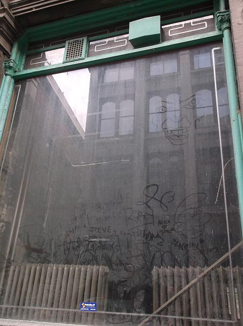 Reflet de graffitis / Tags reflection.