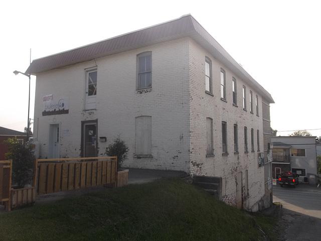 Brûlerie architecturale du Québec / Quebec roasting building.