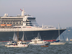 RMS Queen Mary 2 (p2045133)